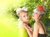 Девушки в маленьких вечерних шляпках