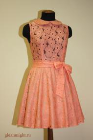 Яркое кружевное платье