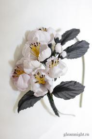 Ободок с цветами яблони