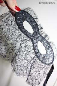 Атласная маска с кружевом