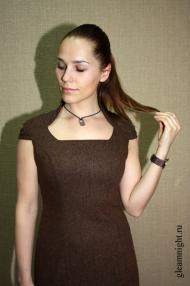 Шерстяное платье-футляр