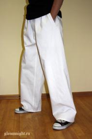 Широкие белые штаны
