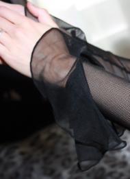 Перчатки с воланом