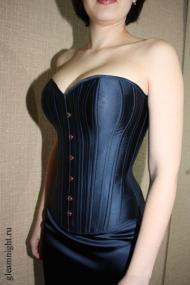 Атласный костюм