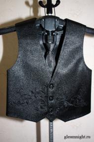 Черный нарядный жилет для мальчика