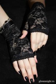 Короткие кружевные перчатки