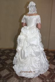 Историческое свадебное платье с турнюром