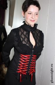 Блузка с декоративной шнуровкой