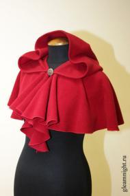 Красная пелерина с капюшоном
