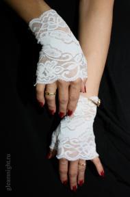 Короткие белые перчатки