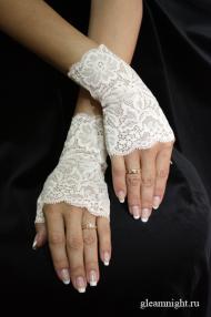 Перчатки кремового цвета