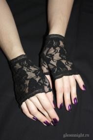 Короткие кружевные перчатки до запястья
