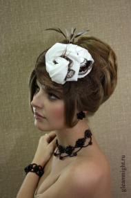 Белая бархатная шляпка