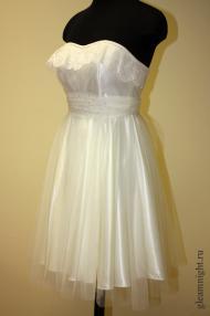 Нежное платье на корсаже